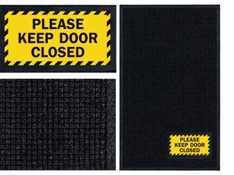 door closed sign mat wiperscraper