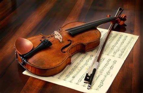 Dilihat menurut fungsinya, alat musik dapat dibedakan menjadi tiga jenis, yaitu alat musik melodis, alat musik harmonis, dan alat musik ritmis. Alat Musik Harmonis : Pengertian, Contoh dan Penjelasannya dengan Lengkap - Balubu
