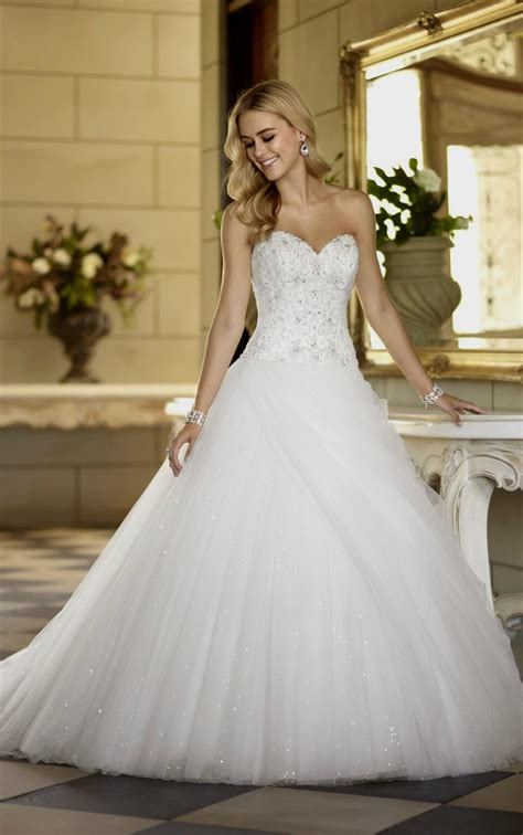 Wedding Dresses Sweetheart Neckline Ball Gown