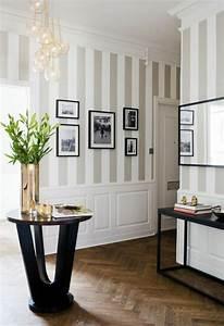 Bilder Für Flur : tapeten flur ideen auf beigen streifen sch ne eirichtung vase als deko decoracao pinterest ~ Sanjose-hotels-ca.com Haus und Dekorationen