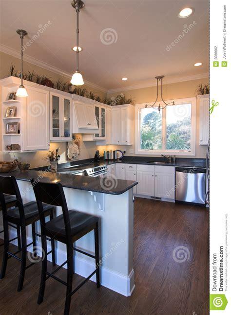 cuisiner bar cuisine avec le bar photo stock image du poêle