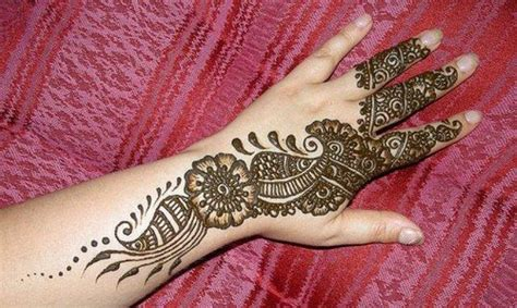 photo shoot beautiful pakistani eid hand mehndi designs
