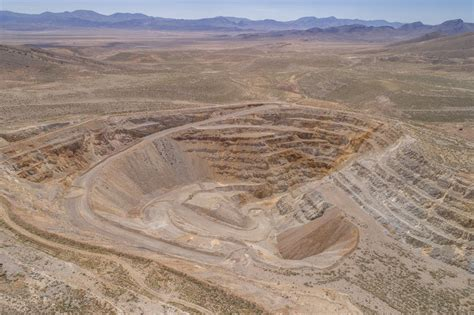 premier gold shares jump  high grade discovery  nevada