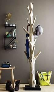 Baum Als Garderobe : ein baum drinnen als m belst ck schau was man alles mit einem baum drinnen machen kann diy ~ Buech-reservation.com Haus und Dekorationen