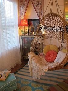 Chaise Suspendue Interieur : la chaise bascule en 60 photos pour une inspiration ~ Teatrodelosmanantiales.com Idées de Décoration