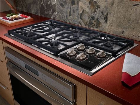 wolf ctg   gas cooktop   dual stacked sealed burners true simmers individual