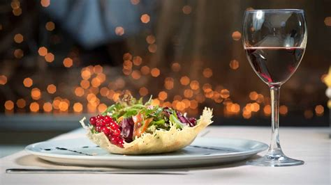 fancy dinners 10 ways to save money eating out at restaurants