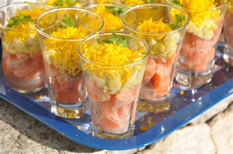 cuisine jaune et verte verrines de tartare de saumon et oeufs mimosa la cuisine