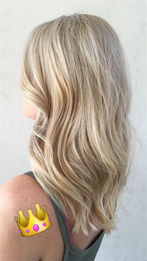 platinum blonde hair highlights light blonde hairstyle