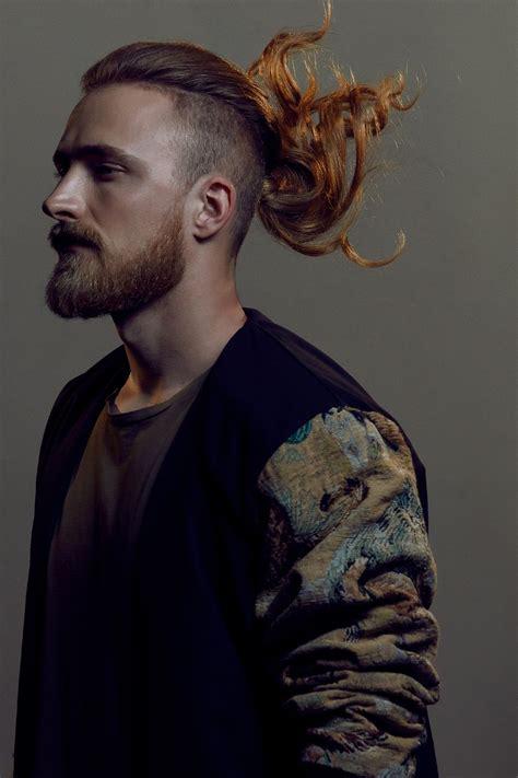 taglio capelli uomo rasati ai lati  lunghi sopra nm