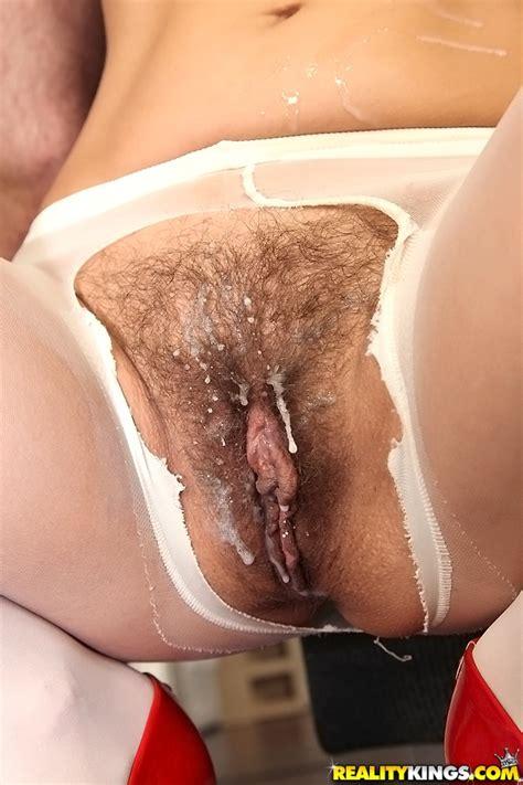 Slender Brunette Got Her Hairy Pussy Creampied Milf Fox