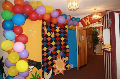 hallway decorations white balloon arches   prom