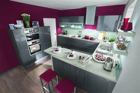 cuisine couleur prune cuisine gris anthracite 56 idées pour une cuisine chic