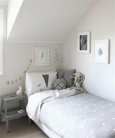 chambre bébé blanche et grise décoration chambre d enfant grise