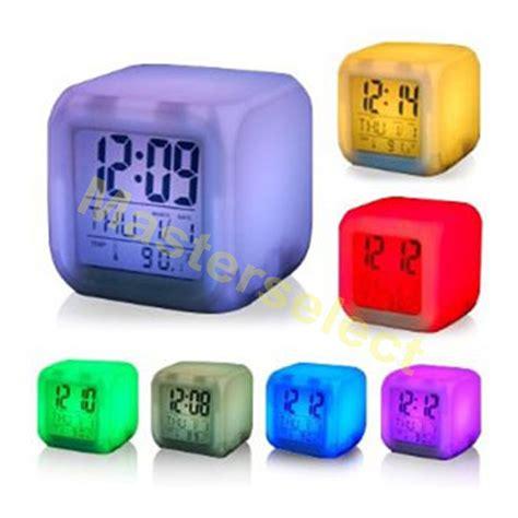 3x reveil digital cube lumineux qui change de 7 couleurs