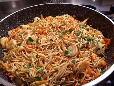 cuisiner des nouilles chinoises recette pates chinoises aux crevettes 28 images