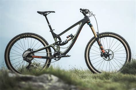 Saracen Ariel Lt Carbon Enduro Mountain Bike Hitting The