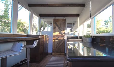luxury container home     grid world