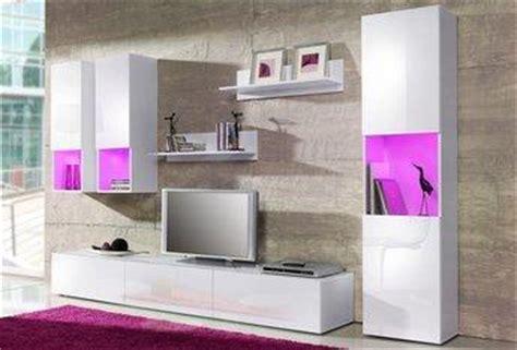 Welche Wandfarbe Bei Weißer Wohnwand Und Weißen Sofa