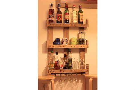 optimiser espace cuisine etagères murales de cuisine en bois de palettes la vie