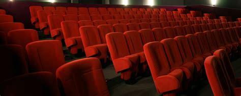 sieges de cinema occasion au fait pourquoi les fauteuils de cinéma sont souvent