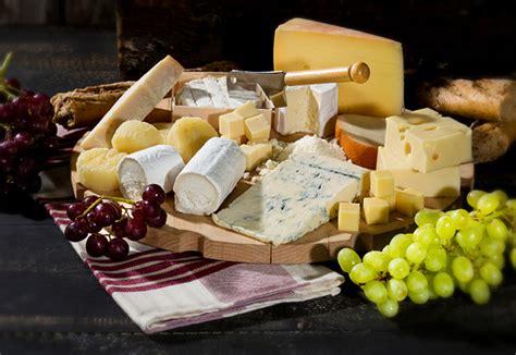 quel plateau de fromages servir pour vos repas de f 202 tes
