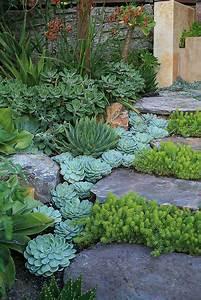 Beautiful Garden Paths Made of Natural Stone - Quiet Corner