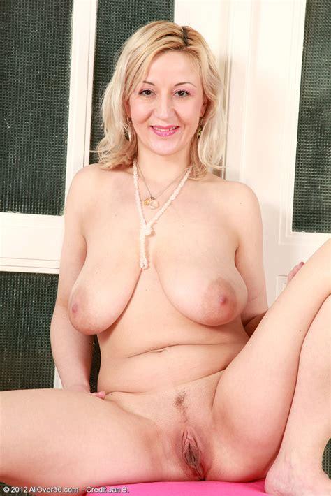 housewife brenda strip and flaunt her knockers milf fox