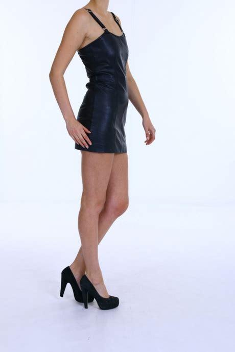strakke leren jurk