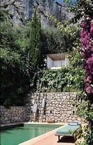 une piscine semi enterree avec un coin detente au fond et With amenagement autour piscine bois 7 galerie photos tour de piscine jardin mineral bassin