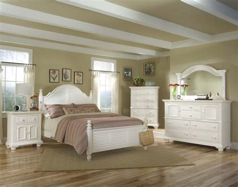 Decorating Ideas And Refinishing Tips With White Country