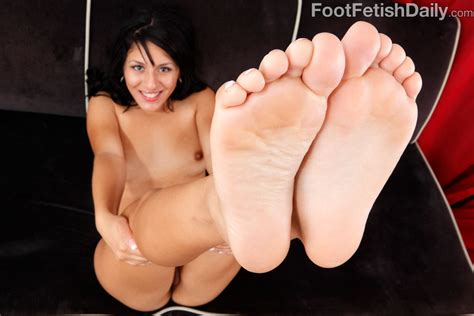 Liv Aguilera Gets Her Feet And Pussy Taken Care Of 1 Of 2