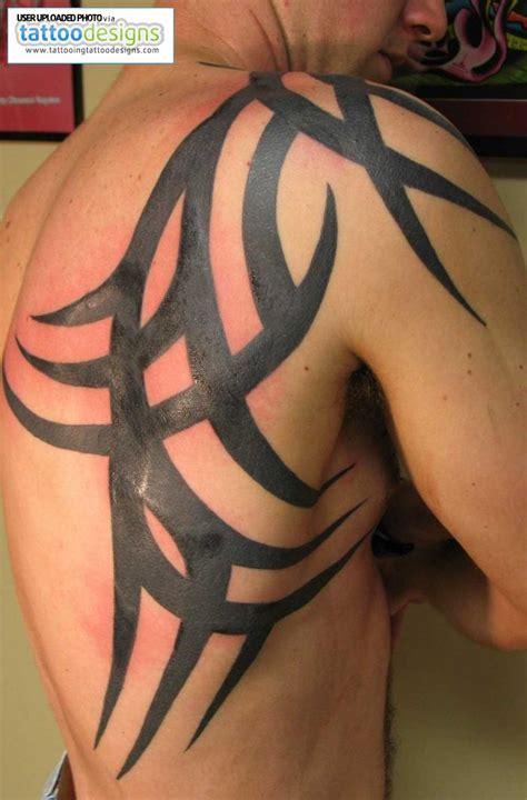 Back Shoulder Tattoo Guys