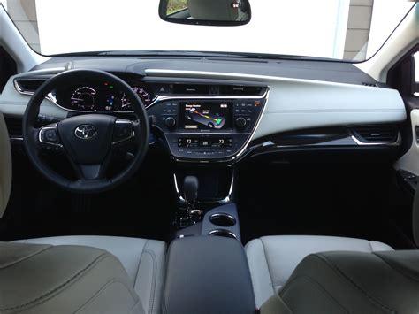 Avalon 2013 Interior by Review 2013 Toyota Avalon Hybrid Limited Autosavant
