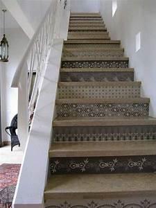 adding beautiful wallpapers to stairs risers for original With peindre des marches d escalier en bois 15 cage descalier 20 idees deco pour un bel escalier