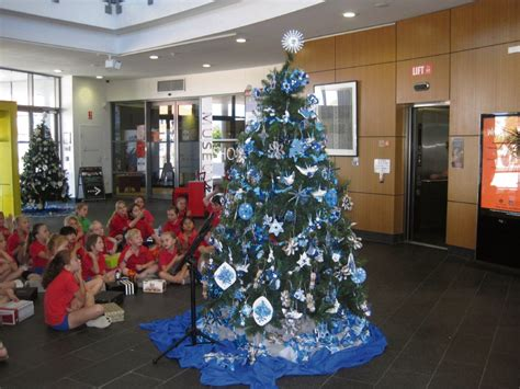 city of wanneroo students decorate christmas trees
