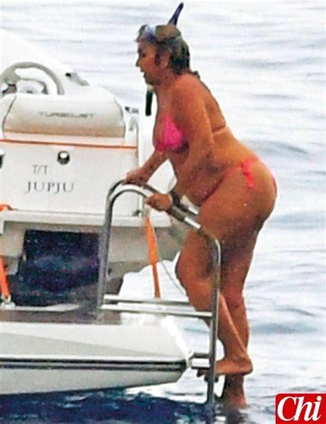 silvia d amico bikini romina power vacanze a capri con le sue forme morbide