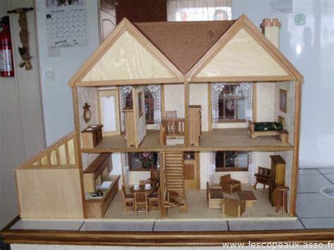 fabriquer une maison de poupee en bois