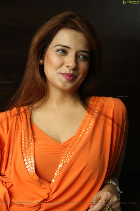 Saloni (High Definition) Image 43   Tollywood Actress ...