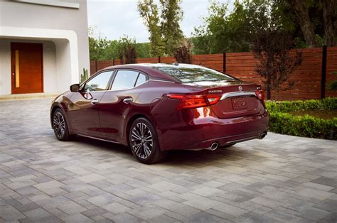 nissan platinum 2016 nissan maxima 2016 motor trend car of the year contender