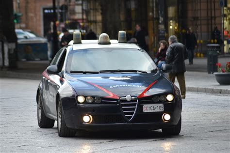 box auto palermo arrestati tre uomini sorpresi a rubare in cinque box auto
