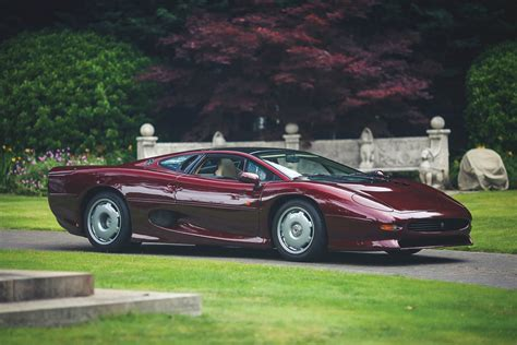 Jaguar Xj 220 by Who Ll Give This Splendid Jaguar Xj220 A New Home Carscoops