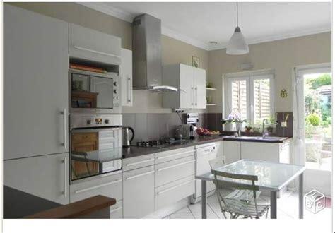 configuration cuisine j 39 aime tout couleurs meubles configuration évier sous fenêtre une porte à côté wasquehal
