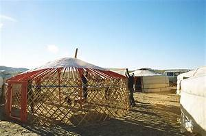 File:Yurt-construction-3.JPG - Wikimedia Commons