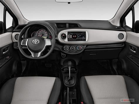2014 Toyota Yaris Pictures: Dashboard