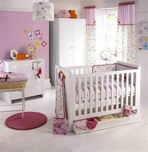 deco chambre bebe en recherche dinspiration With chambre bébé design avec guirlande fleurs hawai