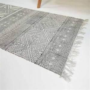 Tapis de couloir coton motif graphique spring house doctor for Tapis couloir avec canapé coton