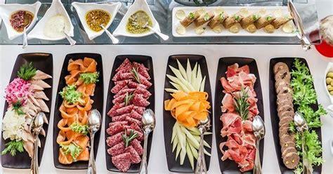 chaises cuisine blanches 10 façons pleines d effet de présenter buffet cuisine az