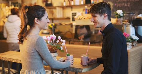7 Awkward First Date Moments That Are Bound To Happen