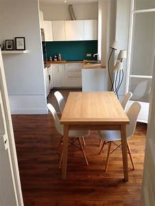 Cuisine ouverte credence bleu canard plan de travail bois for Deco cuisine avec chaise de cuisine de couleur
